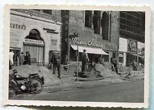Allemagne . photo ancienne . Berlin . Kürfustendamm . 1953. travaux . moto
