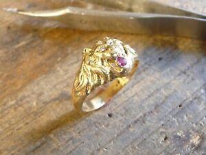 Bague or 18 KT tête de lion Simba avec rubis et diamant dans la gueule