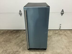 MARVEL - Undercounter Ice Maker  ML15CRS1XS Ice Production per Day: 25 lb