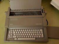 Macchina da scrivere Olivetti Lettera E 501, funzionante. Buone condizioni.