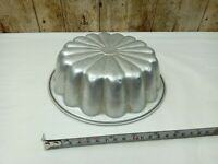 VINTAGE METAL / ALUMINIUM JELLY or BLANCMANGE MOULD 7 INCH