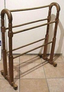 """ANTIQUE 31"""" H X 26"""" W FREE STANDING TURNED WOODEN QUILT BEDSPREAD DISPLAY RACK"""