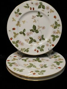 MINT Set 4 WEDGWOOD England WILD STRAWBERRY Bone China Dinner Plates Gold Rim