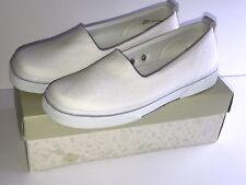 NIB VINTAGE EASY SPIRIT WOMEN'S WHITE CANVAS SLIP ON SHOES SIZE 8