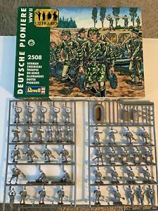 Revell Model Kit 2508 WWII German Engineers Figures Partially Painted