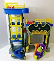 Imaginext Batman DC Super Friends Streets of Gotham City Tower & Garage Set