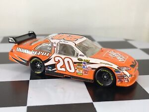 Motorsports Authentics 1:64 Joey Logano #20 Home Depot 2009 Toyota Camry COT