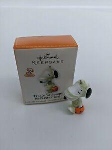 Hallmark Ornament 2010 - Treats for Snoopy - Peanuts Gang - Mini