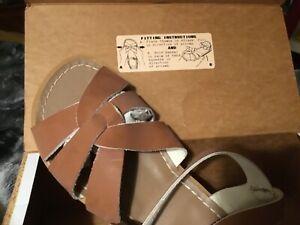 women salt water sandals