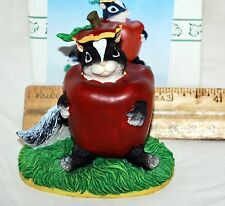 Charming Tails Stewarts Apple Costume Figurine 85/700