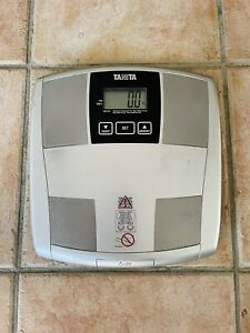 Tanita UM-070 BODY FAT % SCALES IN GOOD WORKIKG ORDER