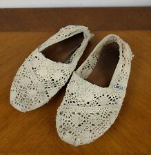 TOMS White Lace Slip On Shoes Sz W 7 Crochet Ivory Classic Flats Hipster Casual