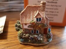 """New listing Lilliput Lane Cottage L2255 """"Nest Egg"""" boxed with deed has tiny chip on Mail box"""