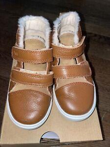 UGG boys size 7 Rennon II High Top Sneakers