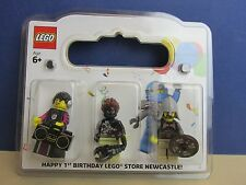 lego minifigure NEWCASTLE STORE 1st BIRTHDAY SET rarer than mr gold  376/500
