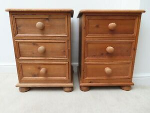 PAIR OF PINE BEDSIDE CHEST OF DRAWERS (3)