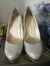 Enzo angiolini Easmiles SIze 4 women closed toe pumps studded &Gold