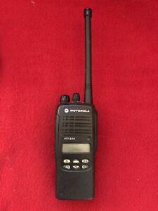 MOTOROLA HT1250 VHF 136-174mhz 128ch RADIO  Narrow band New Battery