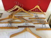 """lot 19 cintres vintage bois portes pantalons pince en bois et métal  """"0053"""""""