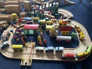 Holzeisenbahn Set Strassennetz Zugschienen Fahrzeuge