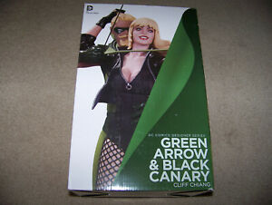 DC Direct GREEN ARROW and BLACK CANARY STATUE w/ AMELL, BENOIST, & GUSTIN PHOTO