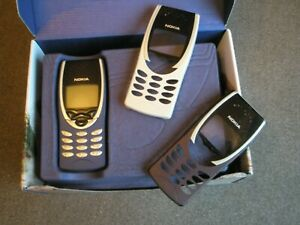 NOKIA 8210 VINTAGE MOBILE PHONE WITH ACCESSORIES - UNLOCKED