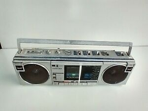 Toshiba RT-SF5 AM/FM/SW Stereo short wave Radio for parts or repair