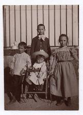 PHOTO ANCIENNE Enfant Bébé Portrait Vers 1900 Groupe Mode Carreaux Rayure Chaise