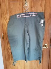 Womens Plus size 18 green capris Faded Glory New with tags