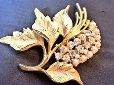 GERRYS LEAF Lapel Pin in Gold with Gemstones & Faux Pearls