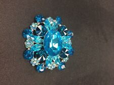 Brooch with sparkling Turquoise rhinestones