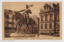 """CPA """" VANNES - La Statue du Connétable de Richemont"""