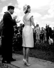 """JACQUELINE :JACKIE"""" KENNEDY VISITS PAKISTAN IN 1962 - 8X10 PHOTO (OP-093)"""