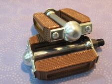 """Bicycle Classic Cruiser Block Pedals 1/2"""" Set in Brown with Reflectors - New"""