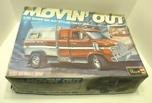 VINTAGE REVELL DETAILED MOVIN' OUT BIG RIG CHEVY VAN 1/16 SCALE MODEL KIT COMPLE