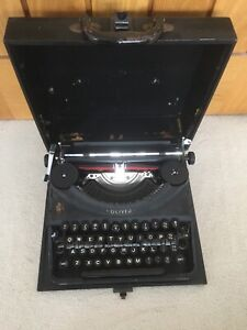 1950s/60s Oliver Cased Portable Vintage Typewriter