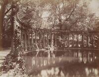 Paris: Rest der Naumachie im Parc Monceau, um 1900, Fotografie