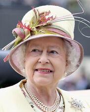 Queen Elizabeth II 10 x 8 UNSIGNED photo - P1031