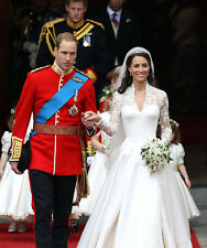 Prince William and Kate Middleton 10 x 8 UNSIGNED photo - P679 - Wedding day