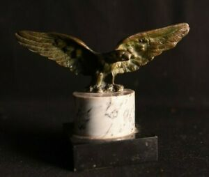 Sculpture en bronze. Aigle déployé.