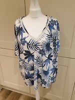 Size 22 Ladies T Shirt Top V Neck Short Sleeved Floral Bnwt New