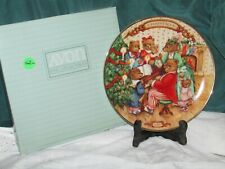 Avon Christmas Bears Plate 1989 Together for Christmas Trimmed in 22k Gold Mib