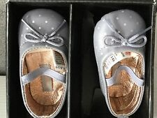 M&S LEATHER PRAM SHOES IN GREY WITH WHITE SPOTS,BOW & ELASTIC ACROSS- 0-3m -BNWT