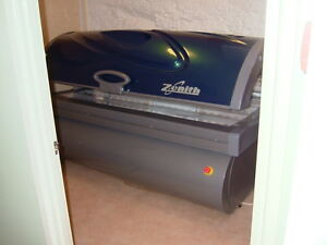 Sunquest Zenith Sunbed Excellent Cond. 3 Beds Available  71 x  New EU 0.3 Lamps