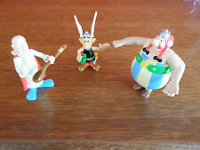 Lot de 3 figurines  ASTERIX   et  OBELIX