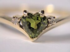 Vintage 10k yellow gold ring with 1 heart shaped Peridot and 2 diamonds