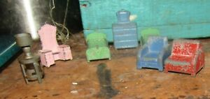 7 Pieces 1920-30's Tootsie Toy Dollhouse Furniture Beds, Chairs, Dressers & Lamp