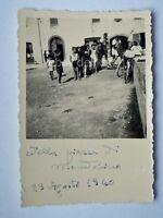 Vecchia foto zona Toscana Sansepolcro zona piazza 1940 bici ciclismo