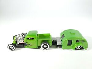 Maisto Design 1:64 Tow & Go - Green Metallic 1936 Chevrolet Pickup & Trailer