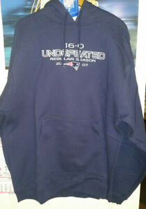 Reebok New England Patriots 16-0 Undefeated Regular Season 2007 Hoodie, Large